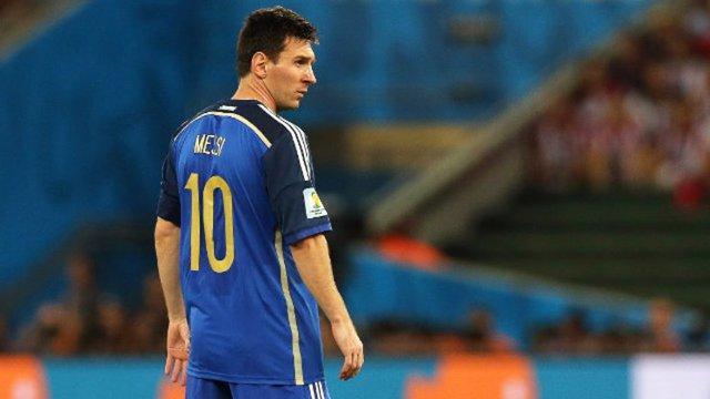 Nhưng đáng tiếc Messi lại về thứ hai, Argentina thua Đức ở trận chung kết.