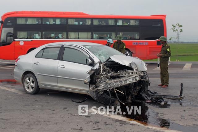 May mắn, túi khí xe hơi bung ra nên đã cứu sống tài xế Hùng.
