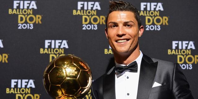 Nhưng chỉ ít ngày sau, anh về nhì trong giải Quả bóng vàng. Con số 2 đen đủi bắt đầu vận vào Messi.