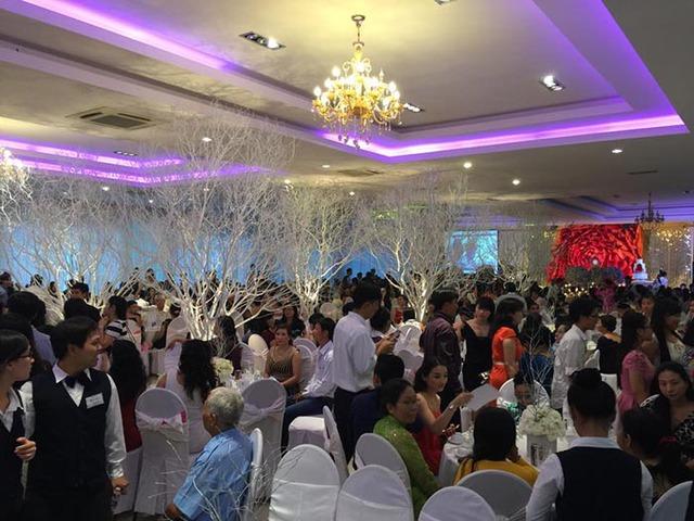 Quang cảnh lúc bắt đầu nhập tiệc cưới của Công Vinh - Thủy Tiên