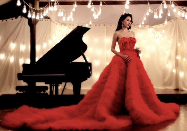 Hình ảnh của Thủy Tiên trong MV Happy wedding