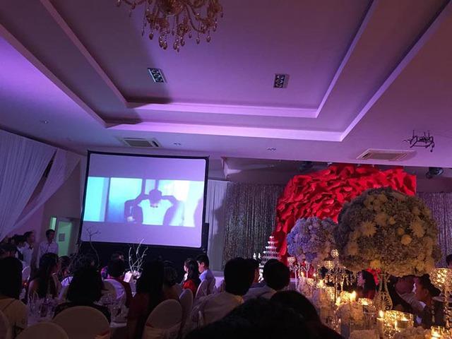MV Happy wedding của Thủy Tiên - Công Vinh được phát trong tiệc cưới