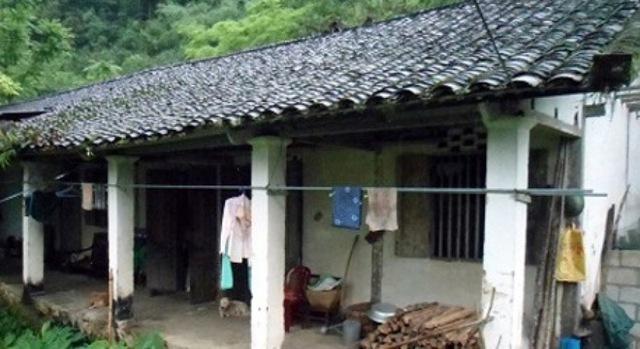 """Ông Triệu Văn Lực (cha của Triệu Thị Hà) kể: """"Gia đình tôi làm nông nghiệp, mỗi năm một vụ lúa, một vụ ngô cũng chỉ đủ cái ăn vào miệng thôi."""