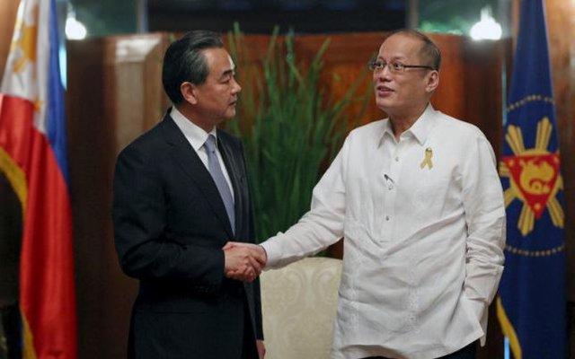 Ông Tập đã phải nhờ đến chuyến công du Philippines chớp nhoáng của Ngoại trưởng Vương Nghị để tránh vấn đề biển Đông tại APEC. Ảnh: Reuters