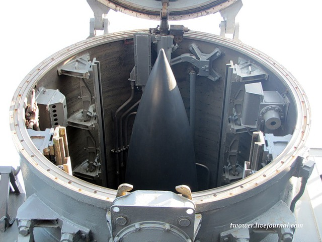 Các tên lửa Bazalt có tầm bắn tối đa 550km, tốc độ bay Mach 2,5 mang được đầu đạn thông thường nặng 1.000kg hoặc đầu đạn hạt nhân có sức công phá 350kt. Với uy lực như vậy, mỗi quả tên lửa Bazalt có thể dễ dàng loại khỏi vòng chiến đấu bất kỳ tàu chiến cỡ lớn nào, kể cả tàu sân bay.