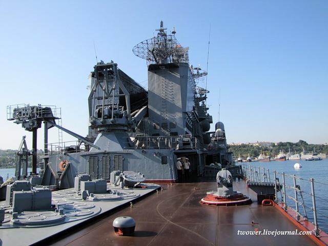 Tuy nhiên, Nga điều tàu Moskva đến Syria không nhằm chống lại tàu chiến các nước khác.  Tàu tuần dương Moskva sẽ thực hiện nhiệm vụ bảo vệ căn cứ Nga ở Latakia trước bất kỳ mối đe dọa từ trên không nào. Và để làm được điều đó, các tên lửa phòng không S-300F Fort (SA-N-6 Grumble) trên tàu sẽ là loại vũ khí chủ lực.