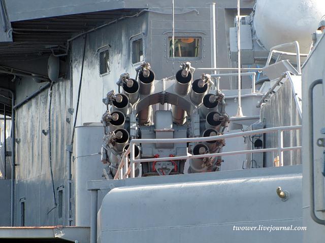 Hệ thống chống ngầm trên tàu có 2x5 ống phóng ngư lôi cỡ 533mm cùng 2 bệ phóng rocket chống ngầm RBU-6000.