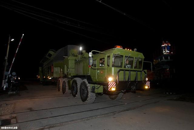 Tổ hợp Topol-M gồm tên lửa nhiên liệu rắn 3 tầng phóng với tầm bắn tối đa 11.000km, mang theo đầu đạn hạt nhân nhiệt hạch với sức công phá 550kt. Hiện tại, Topol-M có 2 phiên bản là đặt trên bệ phóng di động hoặc trong hầm phóng (silo).