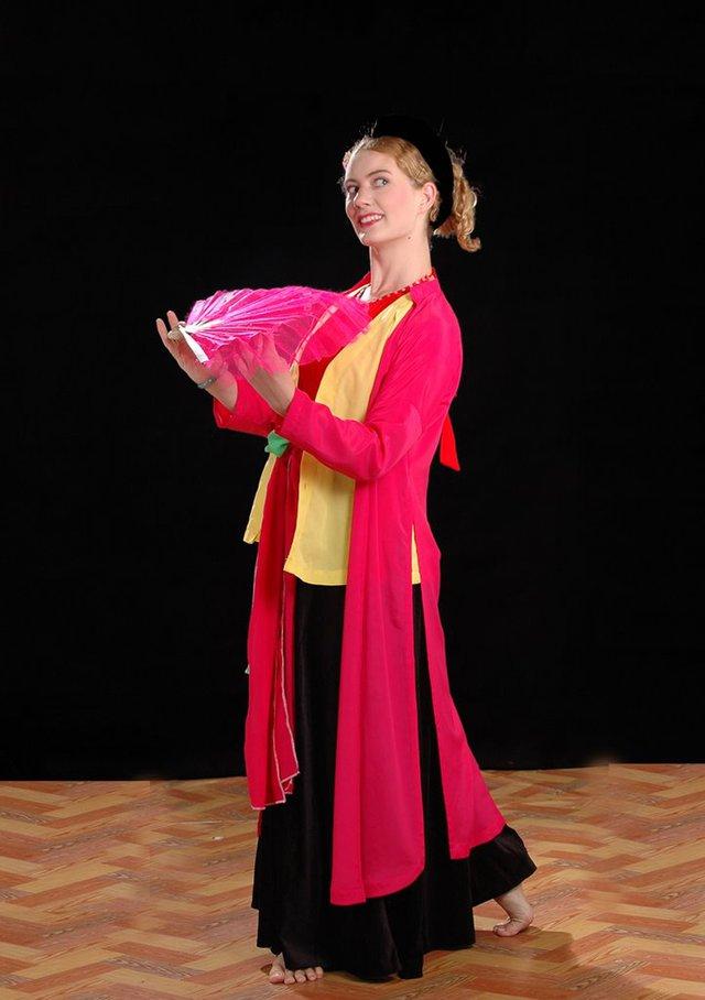 Từ năm 10 tuổi, Eleanor đã được gia đình giúp thành lập một nhà hát kịch múa rối và tổ chức các buổi biểu diễn tại các trường học ở địa phương.