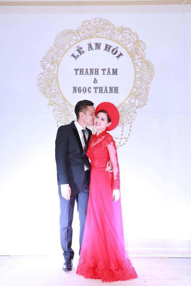 Tâm Tít và Ngọc Thành thể hiện tình cảm sau các nghi thức quan trọng của đám hỏi.