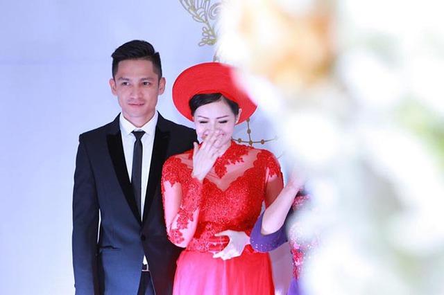 Khoảnh khắc ngượng ngùi của Tâm Tít trong lễ đính hôn.