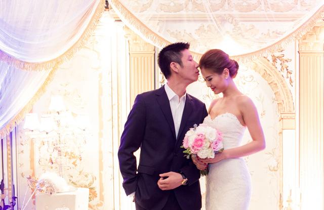 Ở phần lễ chính, 2 vợ chồng đã thề nguyện sống bên nhau suốt đời.