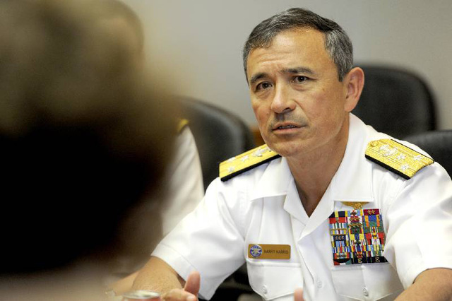 Đô đốc Harry Harrisnhận định các đảo nhân tạo Trung Quốc xây trái phép trên Biển Đông rất dễ công phá. Ảnh: Times Free Press.