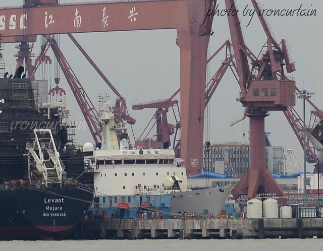 Trước đó, những hình ảnh lộ ra trong quá trình đóng tàu đã cho thấy việc Trung Quốc lắp đặt pháo hạm H/PJ-26 cỡ nòng 76mm lên con tàu này.