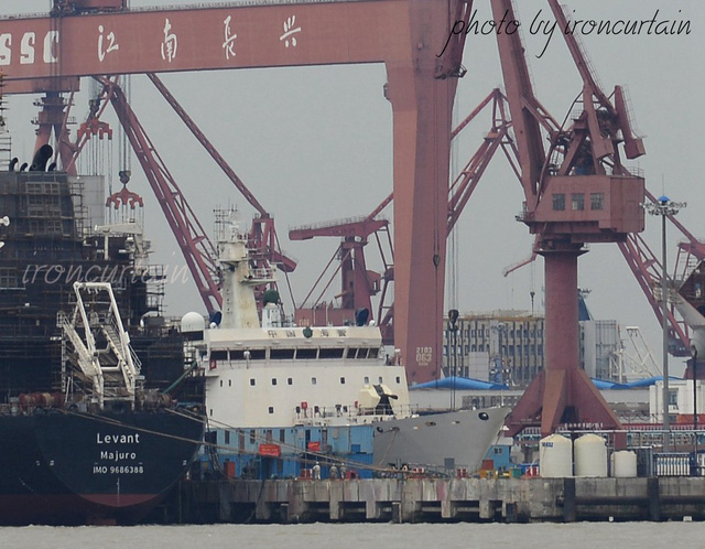 Hình ảnh cho thấy pháo hạm 76mm được lắp đặt phía trước thượng tầng của con tàu.