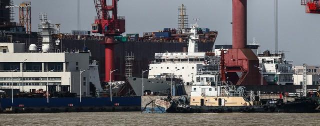 Trung Quốc hiện đang đóng cùng 1 lúc 2 tàu hải cảnh lớn nhất của nước này (và cũng là tàu hải cảnh lớn nhất trên thế giới). Mỗi con tàu có lượng giãn nước lên đến 10.000t.