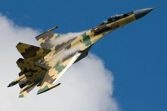 Su-35 in flight. (3826731912).jpg