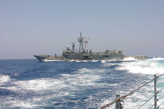 Khinh hạm USS Samuel B. Robert suýt chút nữa đã bị đánh chìm vì thủy lôi của Iran.