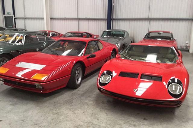 Đây là thương vụ mua bán gây choáng nhất trong làng xe Anh quốc khi chủ một đại lý xe có tên John Collins đã bỏ ra một lúc 20 triệu bảng Anh, tương đương với gần 30 triệu USD để mua trọn bộ sưu tập xe cổ 27 chiếc thuộc nhiều nhãn hiệu nổi tiếng khác nhau.