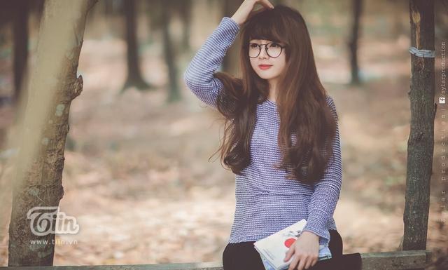 """Từng được cộng đồng mạng chú ý rất nhiều trong thời gian qua bằng biệt danh """"Hot girl ảnh thẻ"""", Lan Hương càng nhận được rất nhiều tình cảm yêu mến của mọi người khi tung những hình ảnh xinh lung linh lên mạng."""