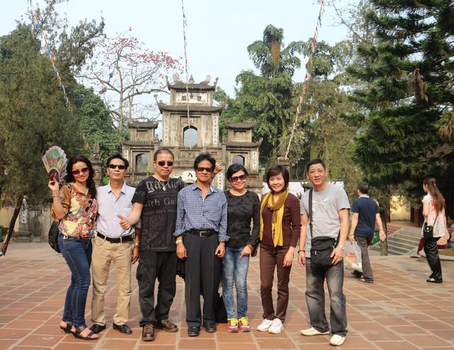 Mừng thành công của tour diễn xuyên Việt thời gian vừa qua, Chế Linh quyết định dành một khoảng thời gian quý báu trong quỹ thời gian bận rộn của ông để đưa vợ (chị Vương Nga) đi du lịch, thăm thú cảnh đẹp miền Bắc.