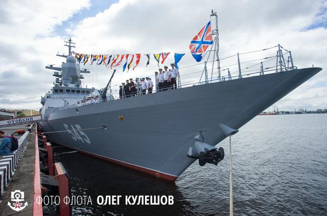 Tàu Stoiky (số hiệu 545) được đặt ky vào ngày 10/11/2006, hạ thủy ngày 30/05/2012 và chính thức đưa vào biên chế vào ngày 28/05/2014. Đây cũng là chiếc tàu hộ tống mới nhất của Hải quân Nga.