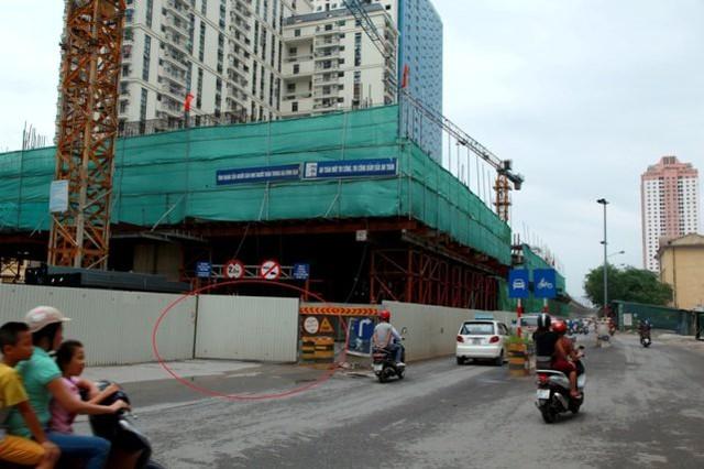 Tại Hà Nội, để phục vụ thi công, Ban quản lý dự án đường sắt tuyến Cát Linh – Hà Đông đã bịt kín đoạn đường đi dưới giàn giáo công trình đường sắt trên cao đoạn đường Trần Phú, gần bến xe Hà Đông cũ.