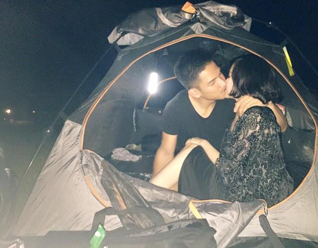 Bức ảnh Tâm Tít đăng tải đêm Trung thu. 2 vợ chồng cô đã cùng nhau đón trăng bằng một cách rất lãng mạn và đặc biệt.