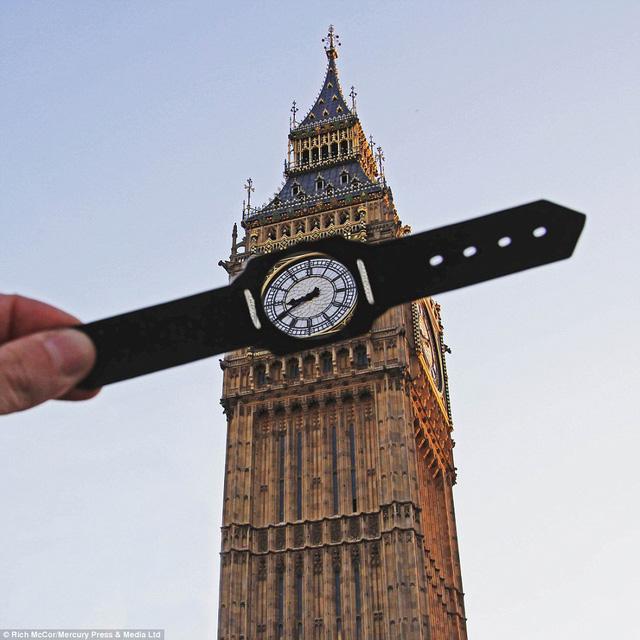 Tác phẩm đầu tiên của Rich với đồng hồ Big Ben.