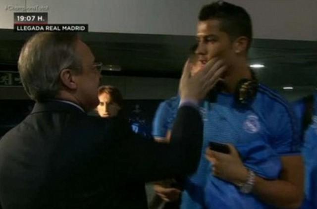 Sếp lớn tặng một cái tát yêu cho Ronaldo.