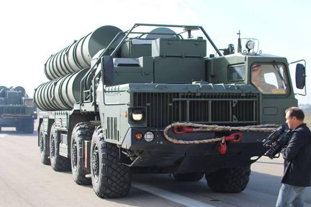 Hình ảnh hệ thống phòng không S-400 Nga được vận chuyển đến Syria. (Ảnh: BQP Nga).