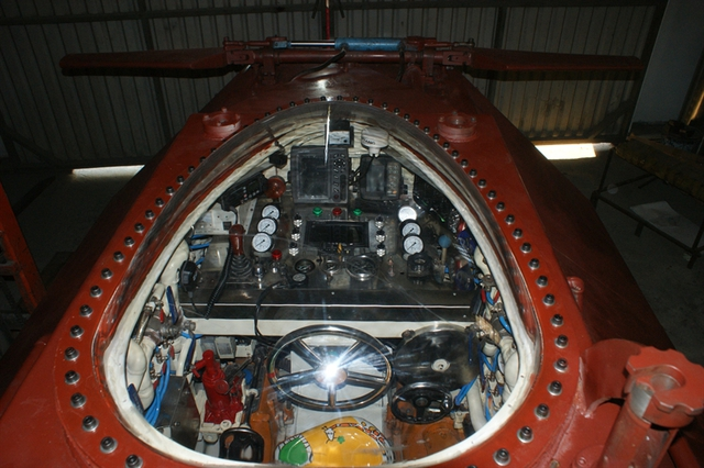 Khu vực khoang buồng lái đã dùng kính trong có thể nhìn rõ các thiết kế cũng như điều khiển của người điều khiển
