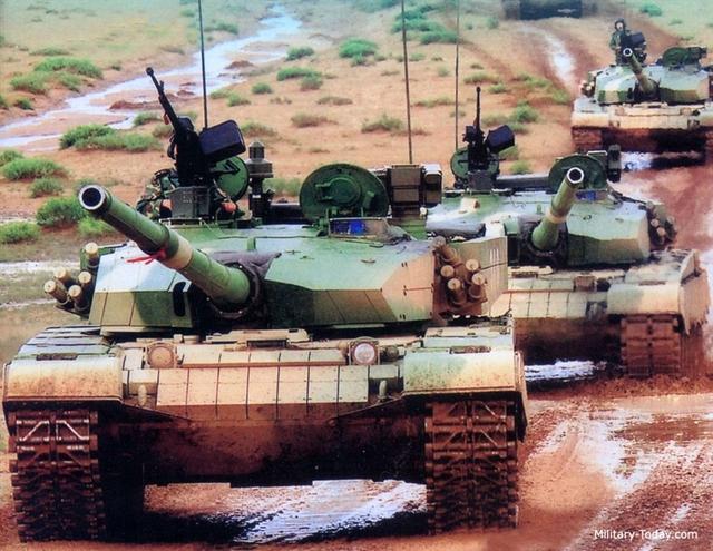 """Thêm nữa, loại giáp nổ được trang bị cho những chiếc Type 99 xuất hiện cho đến nay vẫn chỉ là loại giáp nổ thế hệ hai, gồm một """"viên gạch"""" thuốc nổ đơn thuần đặt giữa hai lớp thép, đã quá lạc hậu khi so sánh với giáp Kontakt-5, giáp nổ thế hệ thứ ba của Nga."""