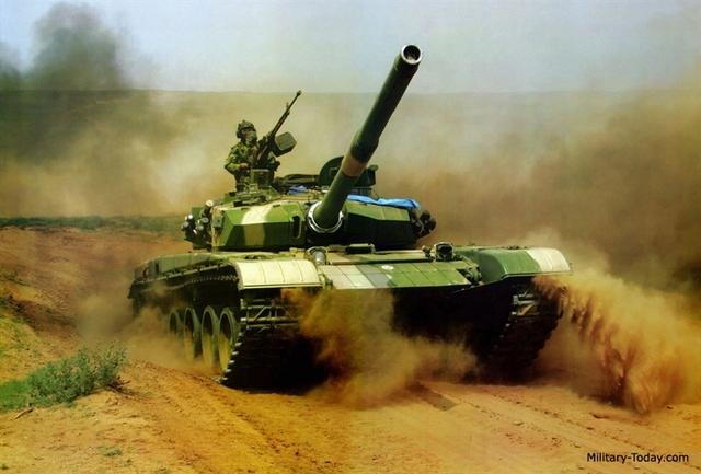 """Ngoài ra, Trung Quốc còn đưa vào trang bị loại pháo 152 mm cho xe tăng Type 99KM, phiên bản mới nhất của Type 99. Loại pháo này có thể bắn tên lửa có điều khiển và đạn động năng thế hệ mới.  Tuy nhiên, sự """"tham lam"""" này sẽ khiến Type 99KM vốn nặng nề nay càng trở nên nặng nề hơn (75 tấn). Như vậy, xét về tính cơ động, Trung Quốc đã thua xa các đối thủ khác."""