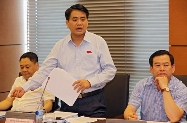 Người được giới thiệu ứng cử chức chủ tịch UBND TPHà Nội là ông Nguyễn Đức Chung (đứng), Giám đốc Công an TPhiện nay.