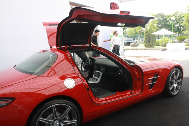 Can canh sieu xe cua canh chim Mercedes SLS AMG