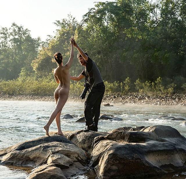 Nghệ sĩ nhiếp ảnh Thái Phiên đang tác nghiệp tại một buổi chụp ảnh nude. Ảnh nhân vật cung cấp.
