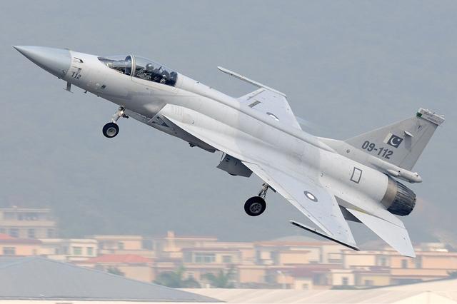 J-31 và JF-17 hứa hẹn sẽ mang lại cho Trung Quốc một bước tiến lớn trên thị trường vũ khí