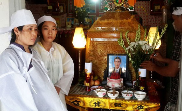 Tài công Ngô Văn Sinh qua đời bỏ lại vợ và 2 con đang đi học chưa biết nương tựa vào đâu.
