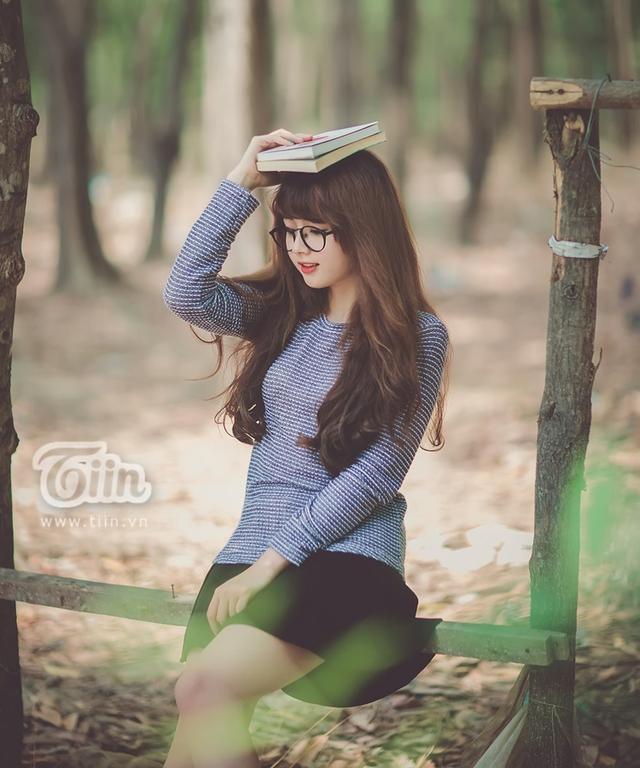 Ở trường cũng như trong cuộc sống, Lan Hương được rất nhiều người yêu mến bởi cô nàng sở hữu khuôn mặt rất xinh xắn và baby, đôi mắt trong veo khiến ai lần đầu gặp cũng bị cuốn hút và ấn tượng.