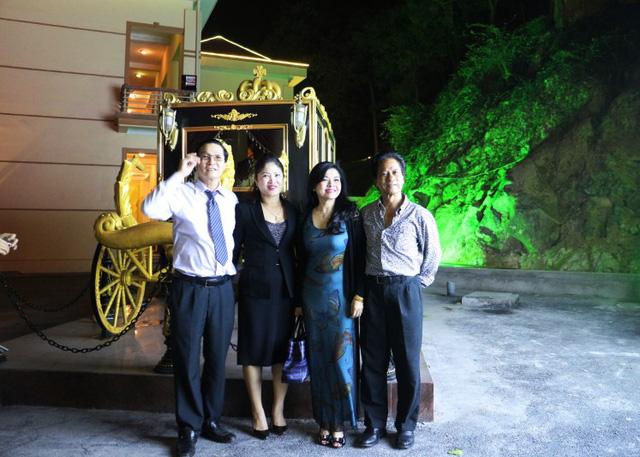 Trước đó, vợ Chế Linh cũng theo chồng về Bắc Ninh biểu diễn.