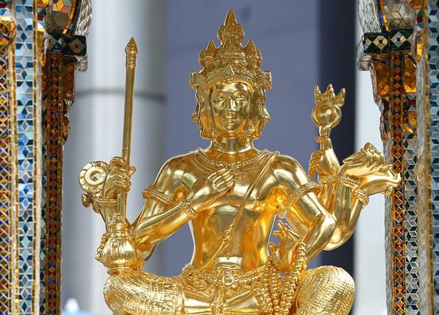 Bức tượng thần Brahma được khôi phục sau vụ đánh bom ở Bangkok, Thái Lan.