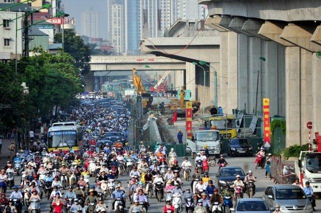 Ông Lê Văn Dương – Phó Tổng giám đốc Ban quản lý dự án tuyến đường sắt Cát Linh – Hà Đông cho biết, phía đơn vị sẽ đẩy nhanh tiến độ thi công để trả lại phần lòng đường cho các phương tiện lưu thông, đồng thời tăng cường người hướng dẫn các phương tiện vượt qua nút giao thông này.