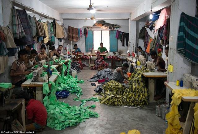 Một xưởng may chui ở ngoại ô Dhaka.