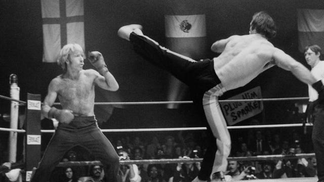 Hình ảnh Chuck trên sàn boxing.
