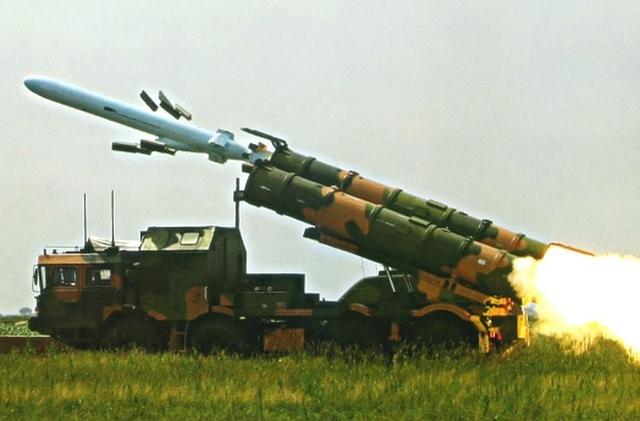 """Ngoài chức năng chống tàu, YJ-62 được """"quảng cáo"""" có khả năng tiến công các mục tiêu trên đất liền với tầm bắn tương tự, độ cao bay tiếp cận mục tiêu 30m."""