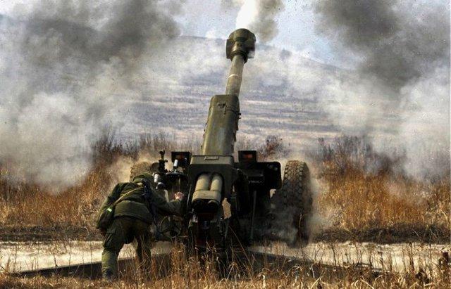 Pháo D-30 122 mm nã đạn trong cuộc tập trận Center-2015.
