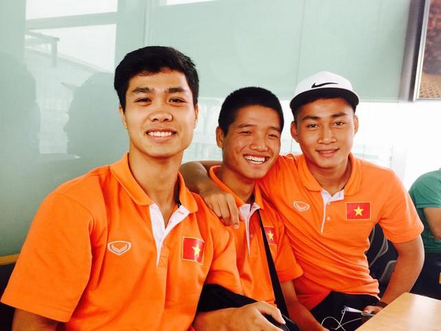 Các cầu thủ U23 Việt Nam tươi rói trước khi đi Singapore