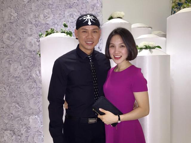 Được biết, vợ của Phan Đinh Tùng tên là Thái Ngọc Bích - trước kia từng là một cô học trò cưng của nam ca sĩ này.