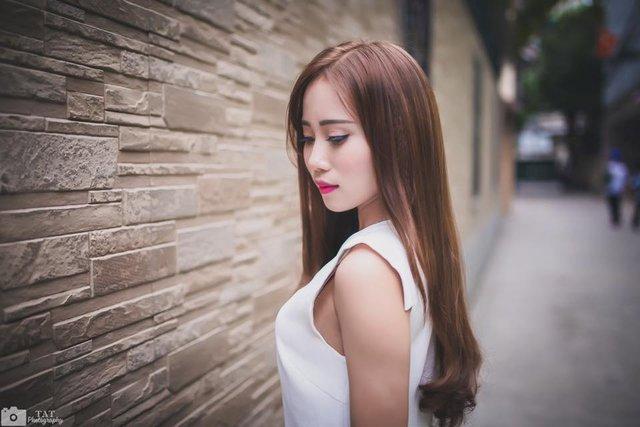 """Nhân ngày Báo chí cách mạng Việt Nam, Linh xin chúc các cô chú anh chị trở thành những nhà báo dồi dào sức khoẻ, hạnh phúc, có cái tâm sáng ngòi bút sắc để """"chở bao nhiêu đạo thuyền không thắm - đắm mấy thằng gian bút chẳng tà""""."""